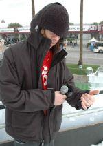 Profesjonalny snowboardzista, Jeremy Jones, demonstruje kurtkę firmy Burton skonstruowaną przy współpracy z firmą Motorola