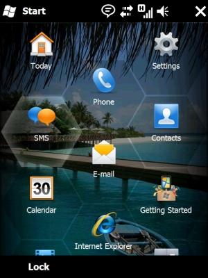 Windows Mobile 6.5. Wygląda ładnie, ale bez obsługi multitouch (sterowanie za pomocą więcej niż jednego palca) nie wywoła szału zakupów.