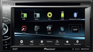 Nowe centrum informacyjno-rozrywkowe – Pioneer AVH-X3500DAB zapewnia odtwarzanie filmów DVD, radio z obsługą DAB+, aplikacje z iPhone'a i smartfonów z Androidem, obsługę kamery cofania, telefonowanie w trybie głośnomówiącym i in.