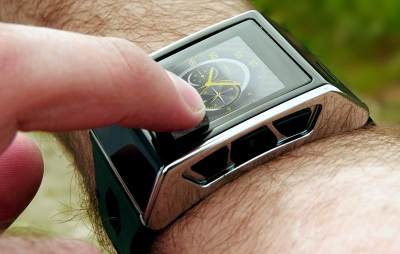 Exetech XS-3 to zegarek-telefon. Opiera się na Androidzie i ma slot na karty SIM. Niestety, jest też bardzo drogi – kosztuje niemal 1500 zł.