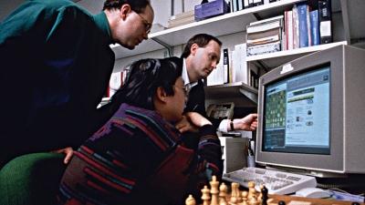 W 1997 roku komputer IBM Deep Blue pokonał w szachy rosyjskiego mistrza, Garriego Kasparowa.
