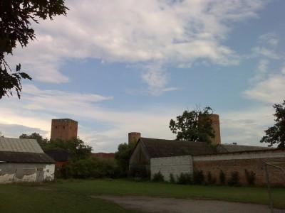 Zamek w Czersku z pewnej odległości (Nokia N80)