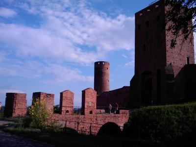Zamek w Czersku z bliska w pełnym słońcu (Touch Diamond)